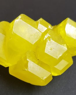 Specimen formed by a twin of several floater Sulfur crystals with well-defined faces and edges and magnificent color and luster.