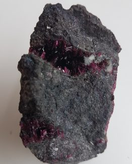 Geode with a perfect and brilliant erythrite crystal group, with faces and edges well defined and deep color.