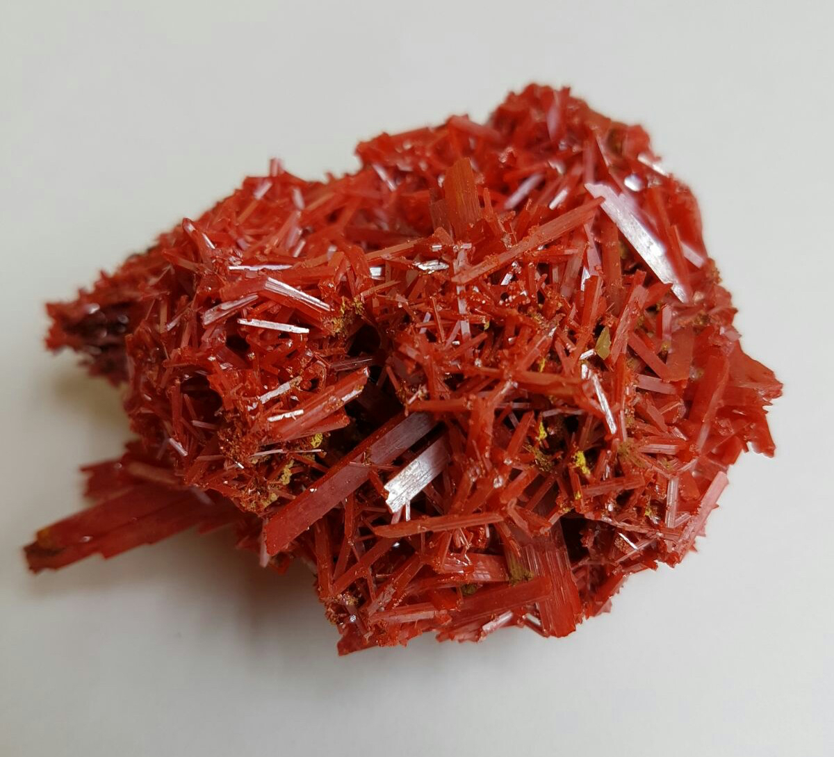 Deep red prismatic crystals aggregate of Crocoite .