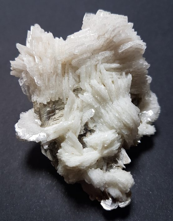 Clevelandite twinned crystal aggregate on a Muscovite matrix.