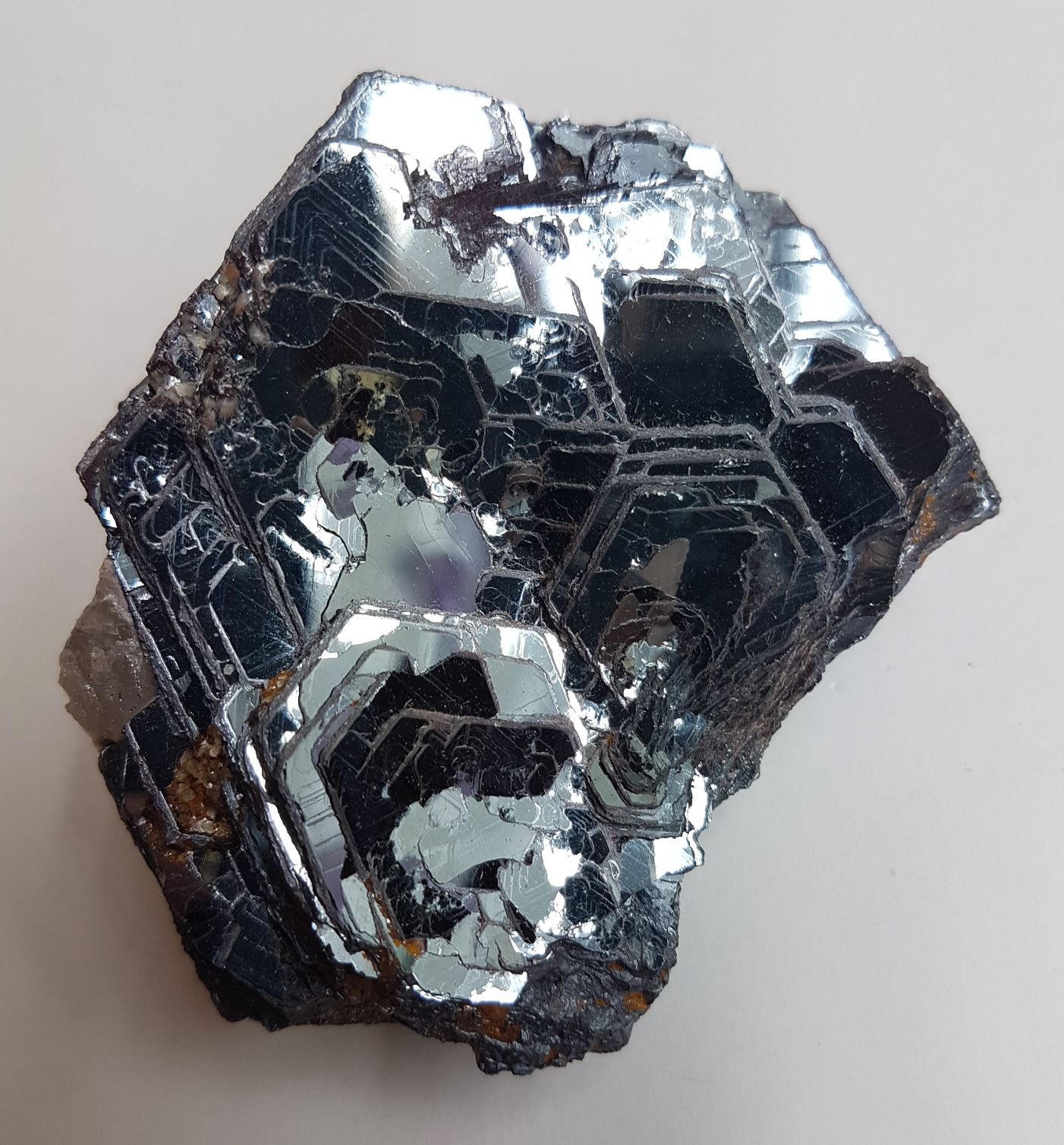 Elegant aggregate of rose-shaped-growth Hematite crystals of outstanding brilliancy.