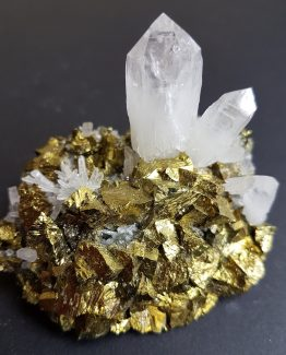 Very aesthetic combination of Chalcopyrite and Quartz.