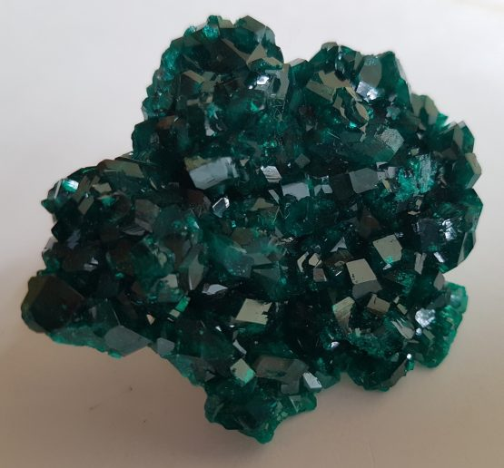 Aggregate of Dioptasa crystals with intense green color and excellent brightness.