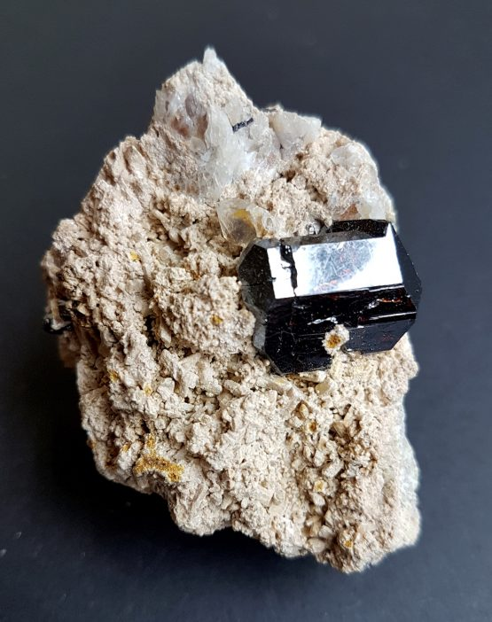 Doubly terminated Rutile crystal on matrix.