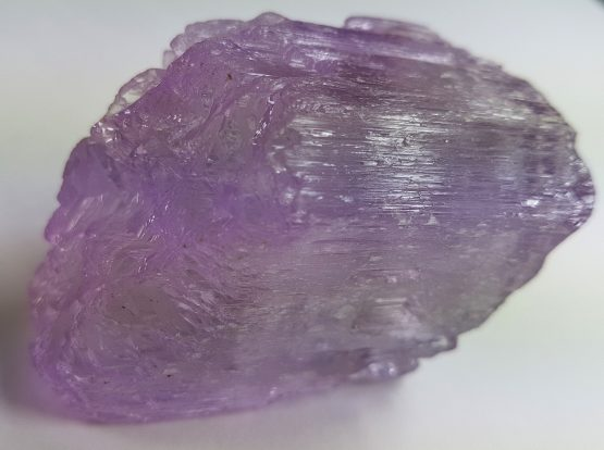 Floating crystal of Kunzite (Spodumene), with soft lilac color and excellent transparency and luster.